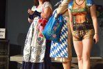 Die überspannten Roche-Damen planen den 200sten Namenstag von Penzberg und versuchen sich zu bayuvarisieren - © OVTP / rh
