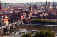 Vorfreude - im September geht's zum Vereinsausflug nach Würzburg - © Bernadette Schilder / pixelio.de