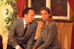 Mortimer ist sich nicht mehr so sicher, ob er Elaine heiraten soll; sie schon. © OVTP / mib
