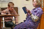 Verständigungsversuch mit dem Enkel. © OVTP / gp