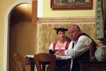 Bauer Korbinian hat mit seiner Tochter Afra nicht viel zu lachen. © OVTP / gp