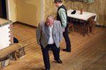 Dicke Luft - Andreas ist mit dem windigen Geschenk des Bürgermeisters an den Pfarrer nicht einverstanden. - © OVTP / gp