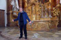 Pfarrer Kirchensteiner bei der Kirchenführung durch das Dießener Münster © OVTP / da