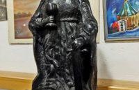 Am Rande der Krippenausstellung: Eine Heilige Barbara aus Hausham, ganz aus oberbayerischer Pechkohle gefertigt. © OVTP / da
