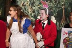 Na, jetzt ist Alice aber zu vorlaut! Das Kaninchen sieht Ungemach heraufziehen. © G. Prantl