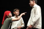 Die Kneißl-Kinder Kathi, Mathias und Alois (v. li.) beim Spielen © G. Prantl