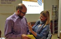 Claudia Herdrich begrüßt das neue Mitglied Stefan David © OVTP
