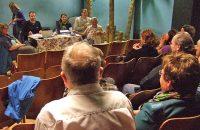 Keine Seifenoper: Versammlung in der Probebühne unter Palmen © G. Prantl / OVTP