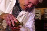 Des brennt den trockna Hois scho weg: Eine aromatische Tinktur und a weng a Salzsäure. © da/ovtp