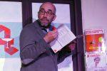 Wia kriagt der Mann des jetz hi, 100 Kondome zum b'steun und ned aufzumfeun? © da/ovtp